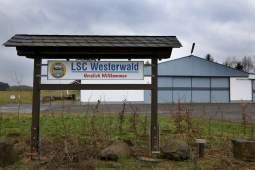 andreas-lubitz-glider-hangar