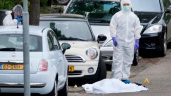 2015-06-09 13:56:27 ZAANDAM - Door een schietpartij op straat in Zaandam is een dode gevallen. Dat meldt de politie. De schietpartij vond plaats bij de J. Kruijverstraat in de Noord-Hollandse plaats. ANP OLAF KRAAK