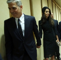 VATICAN CITY, VATICAN - MAY 29: George Clooney and Amal Clooney attend 'Un Muro o Un Ponte' Seminary held by Pope Francis at the Paul VI Hall on May 29, 2016 in Vatican City, Vatican. (Photo by Franco Origlia/Getty Images)