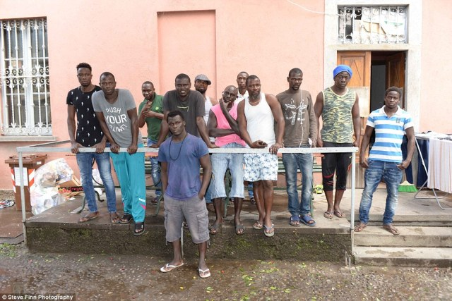 3643F37E00000578-3689928-Moving_on_African_migrants_stay_a_hostel_in_Como_but_can_no_long-a-31_1468495992846