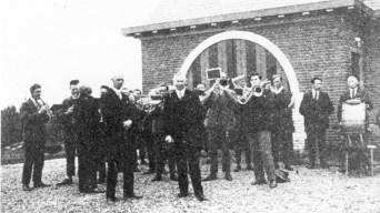 Het_gemeentehuis_bij_de_opening_in_1929_(Foto_Waalres_Erfgoed)
