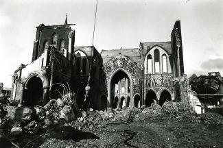 33792 Sloopt kerk in 1975