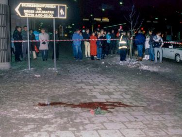 This file picture taken on March 1, 1986 shows a pool of blood and flowers at Sveavagen in Stockholm where the assassination of Prime Minister Olof Palme took place. On February 28, 2016 is the 30th anniversary of his death. / AFP / TT News Agency / Bjorn Elgstrand/TT / Sweden OUT (Photo credit should read BJORN ELGSTRAND/TT/AFP/Getty Images)