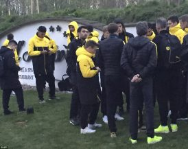 3F2A7B4E00000578-4402644-Head_coach_Thomas_Tuchel_centre_is_surrounded_by_players_after_e-a-6_1492017360548