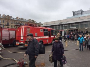 3EE6CA3100000578-4375518-Emergency_services_raced_to_the_station_as_passengers_flood_out_-a-101_1491223518066