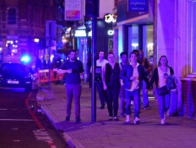 london-bridge-van-pedestrians-1