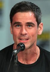 Eddie_Cahill_SDCC_2014_(cropped)