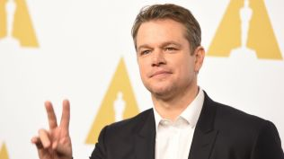 Matt Damon V sign