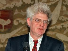 Maarten van Traa spreekbeurt in het gewest Huizen